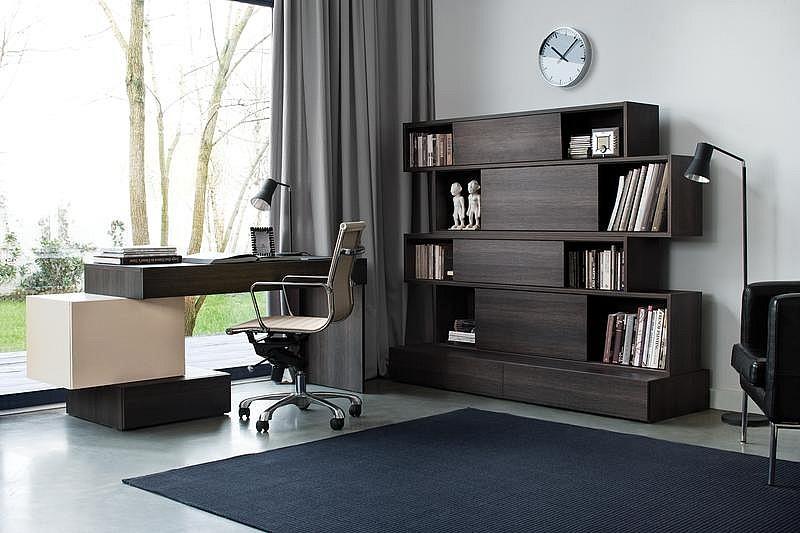 Дизайнерский письменный стол с полками фото